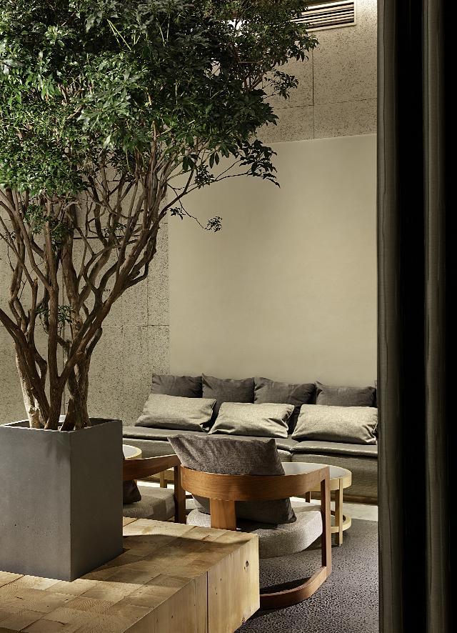 ソファやテーブルなども設置可能なラウンジスペース